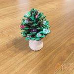 保育 製作 クリスマスツリー まつぼっくり