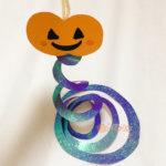 ハロウィンの製作でかぼちゃの飾りが完成した写真