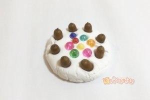 秋の製作でドングリケーキの完成写真